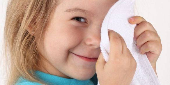 Первая помощь ребёнку при попадании в организм инородных предметов